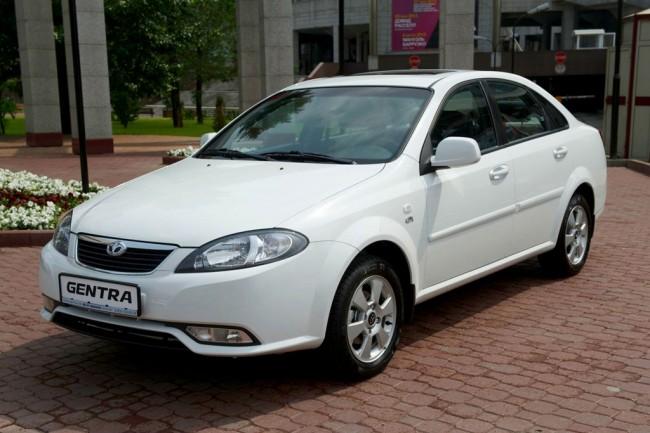 Мужчина пообещал помочь приобрести автомобиль Lacetti-Gentra за тысячу долларов в Ташкенте