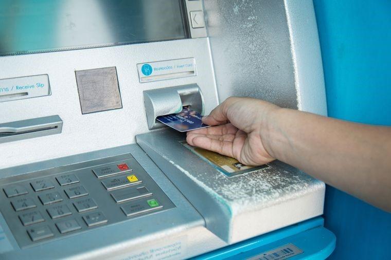 В Ташкенте мужчина взломал банкомат и пытался украсть деньги