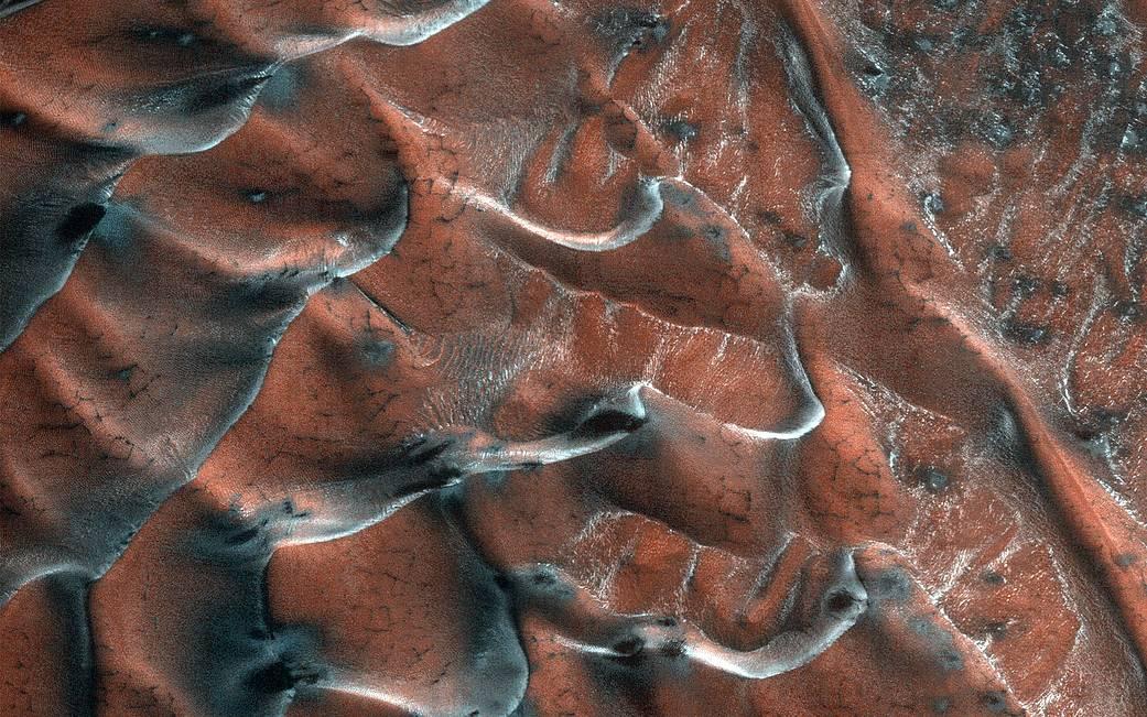 NASA опубликовали фото морозных дюн Марса