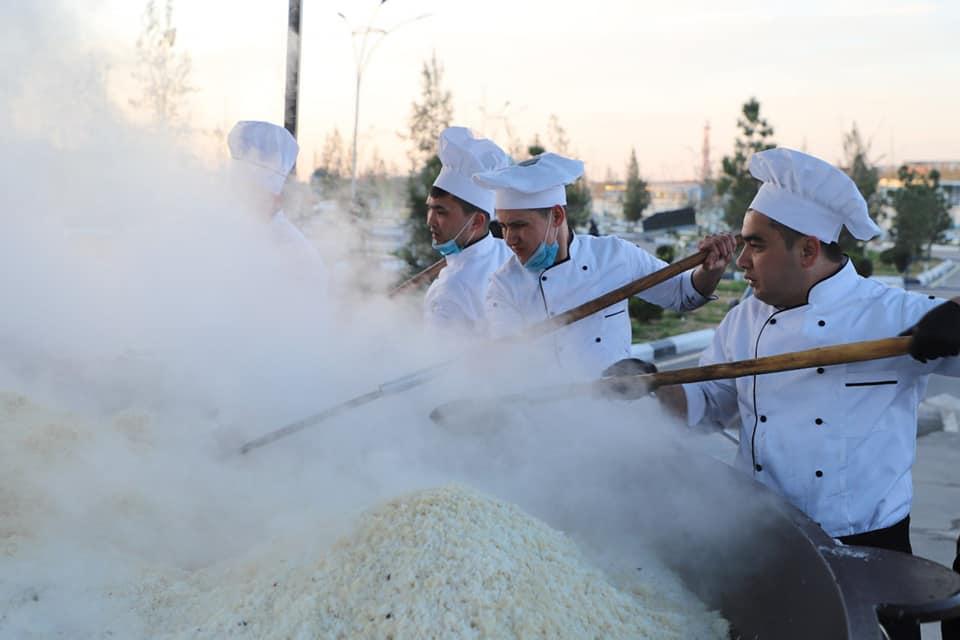 В Намангане приготовили пять тонн праздничного плова — видео