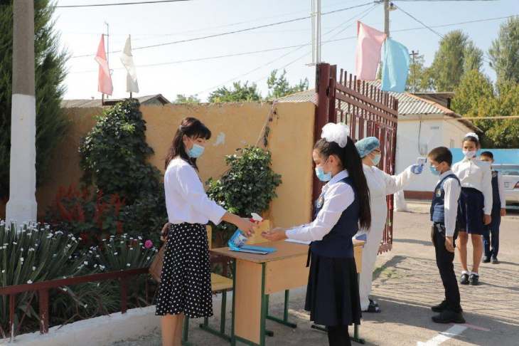 В трех районах Ташкента все школы переведены на онлайн-обучение
