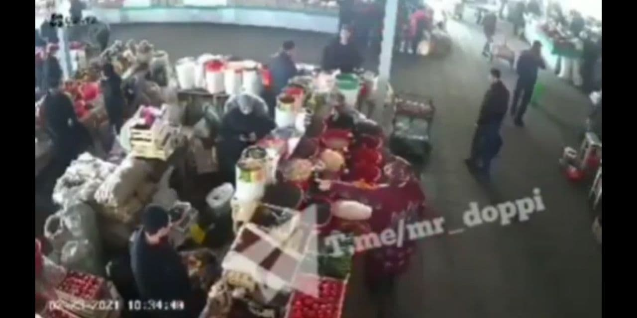 Между двумя женщинами на базаре произошла драка – видео
