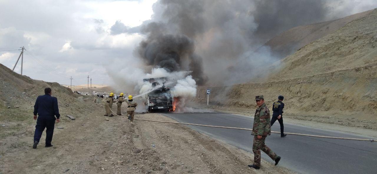 В Кашкадарьинской области загорелся грузовик — фото