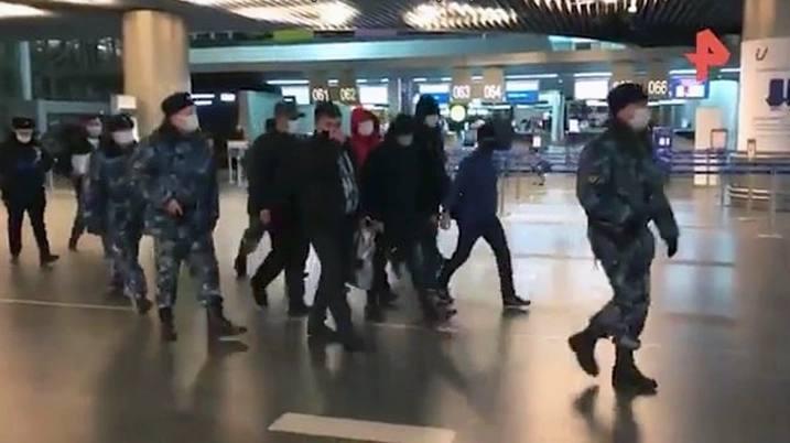 Россия отправила в Узбекистан четырех обвиняемых в разных преступлениях – видео