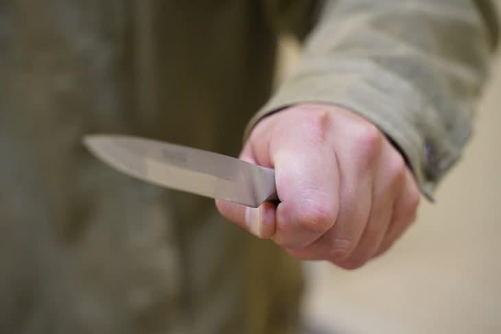В Навоийской области мужчина зарезал свою сестру
