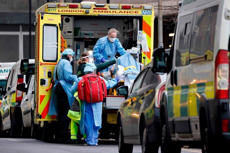 В Британии начали в научных целях заражать добровольцев коронавирусом