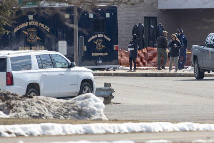 Ученик подорвал самодельную бомбу в школе Мичигана