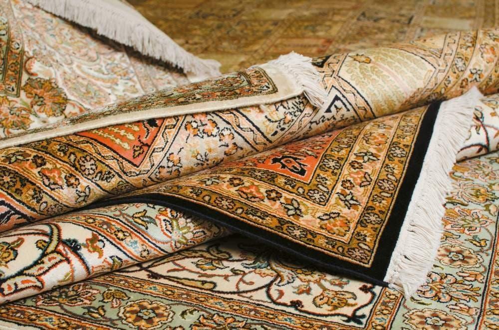 В Навои двое граждан украли у знакомого ковры на 40 миллионов сумов