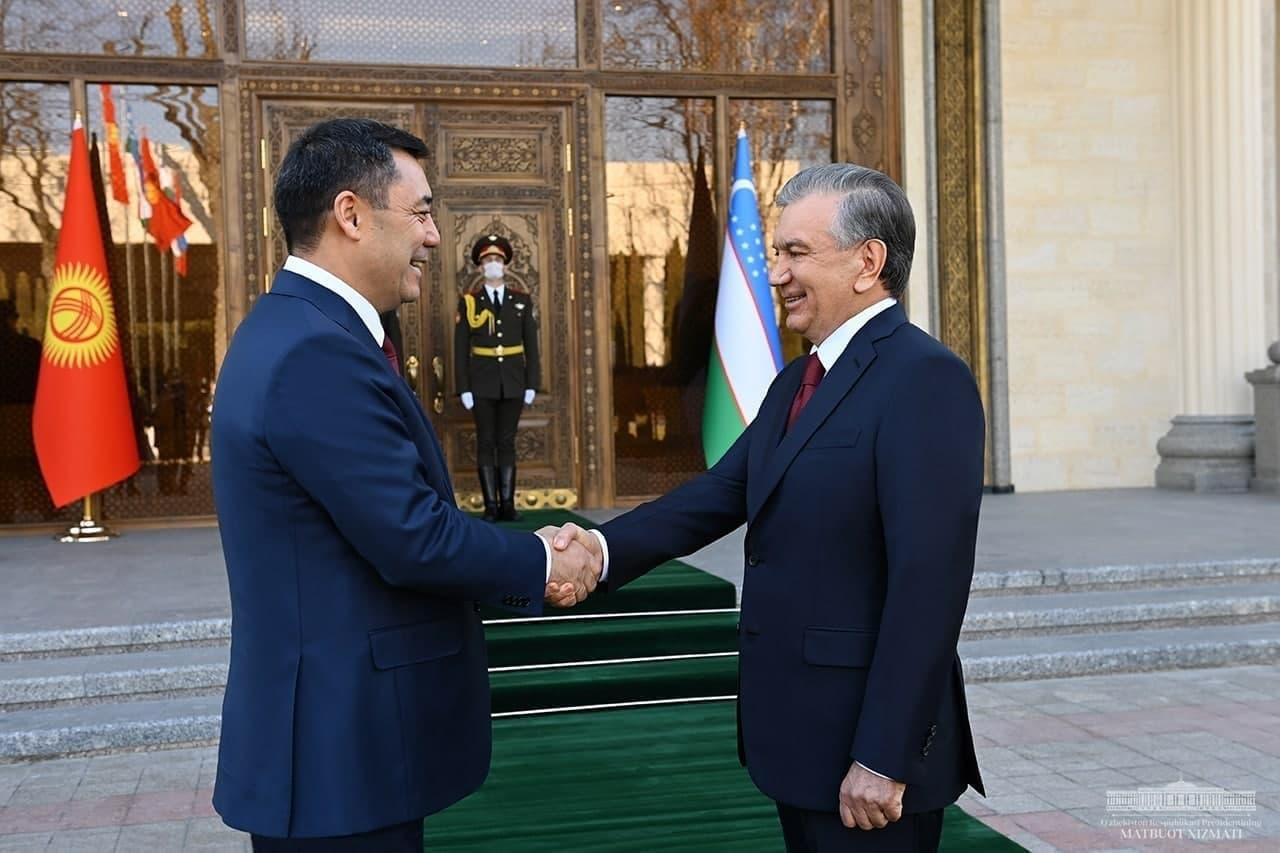 В резиденции Куксарой начался узбекско-кыргызский саммит