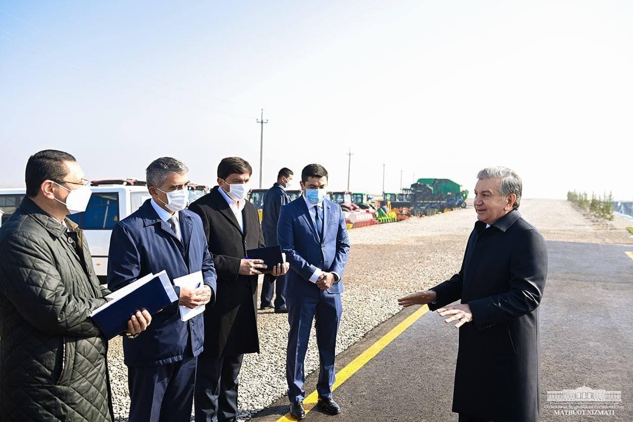 Шавкат Мирзиеёв прибыл в Чиназский район Ташобласти