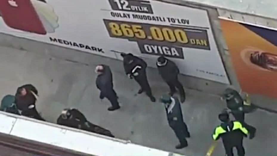 В подземном переходе столичного метро «Буюк Ипак йули» обнаружили подозрительный предмет — видео