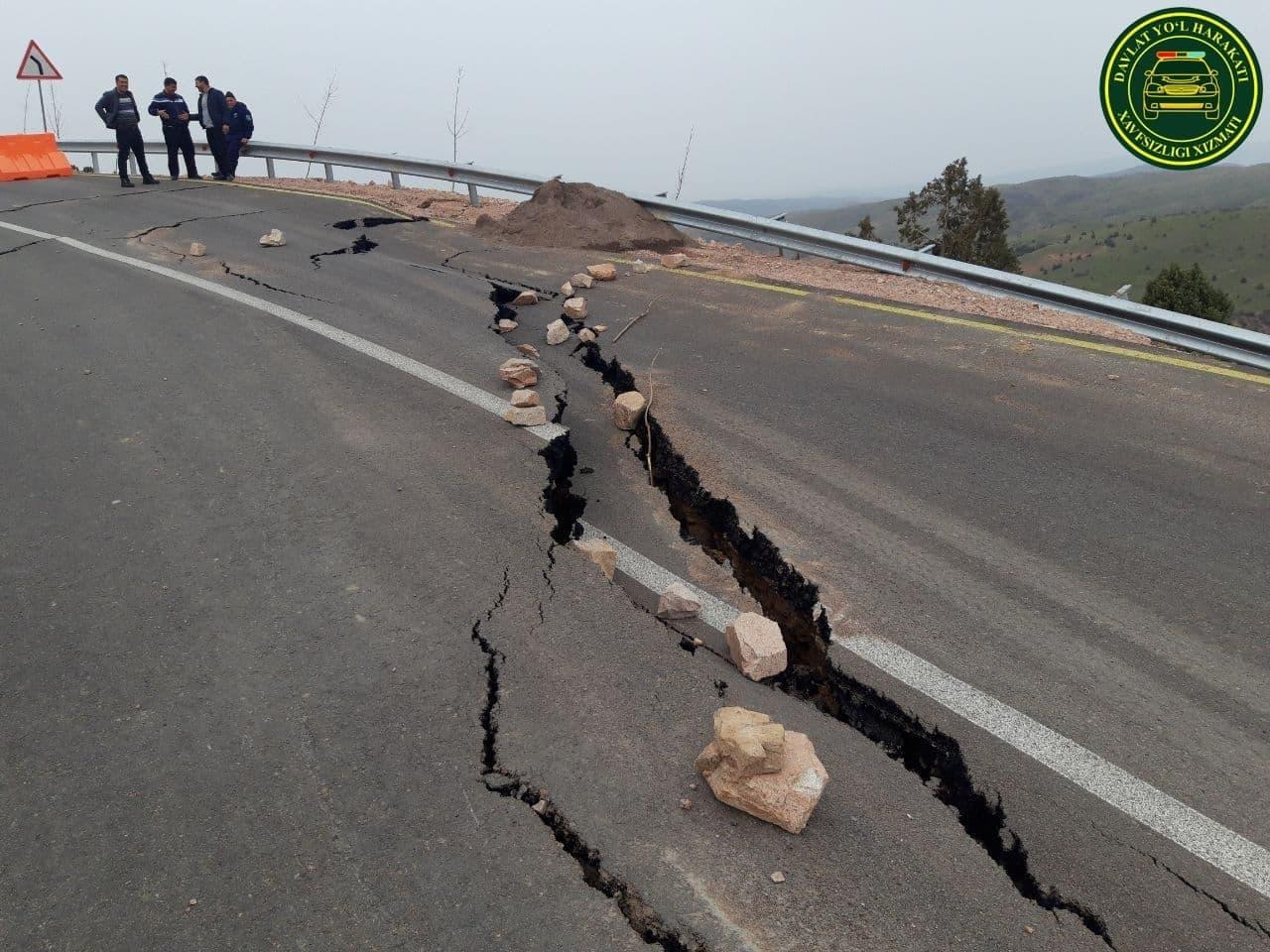 Часть дороги на пути к горнолыжному курорту Amirsoy провалилась