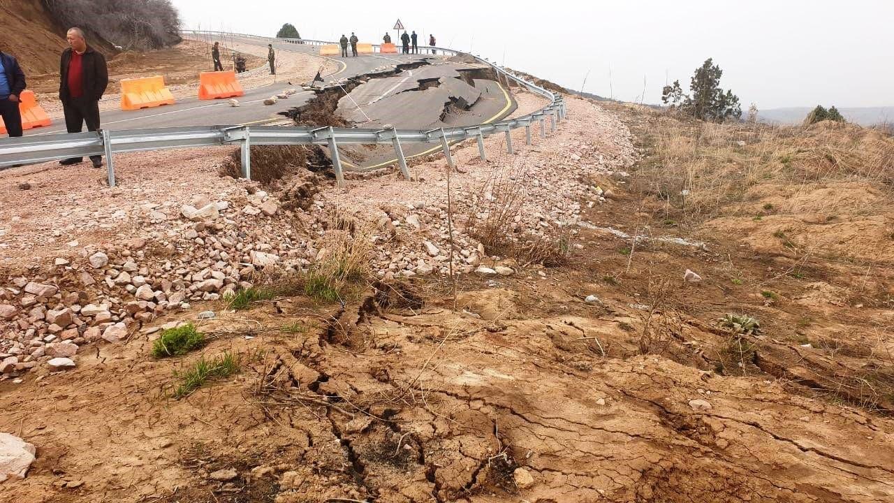 Обнародованы причины обрушения части дороги, ведущей к Amirsoy