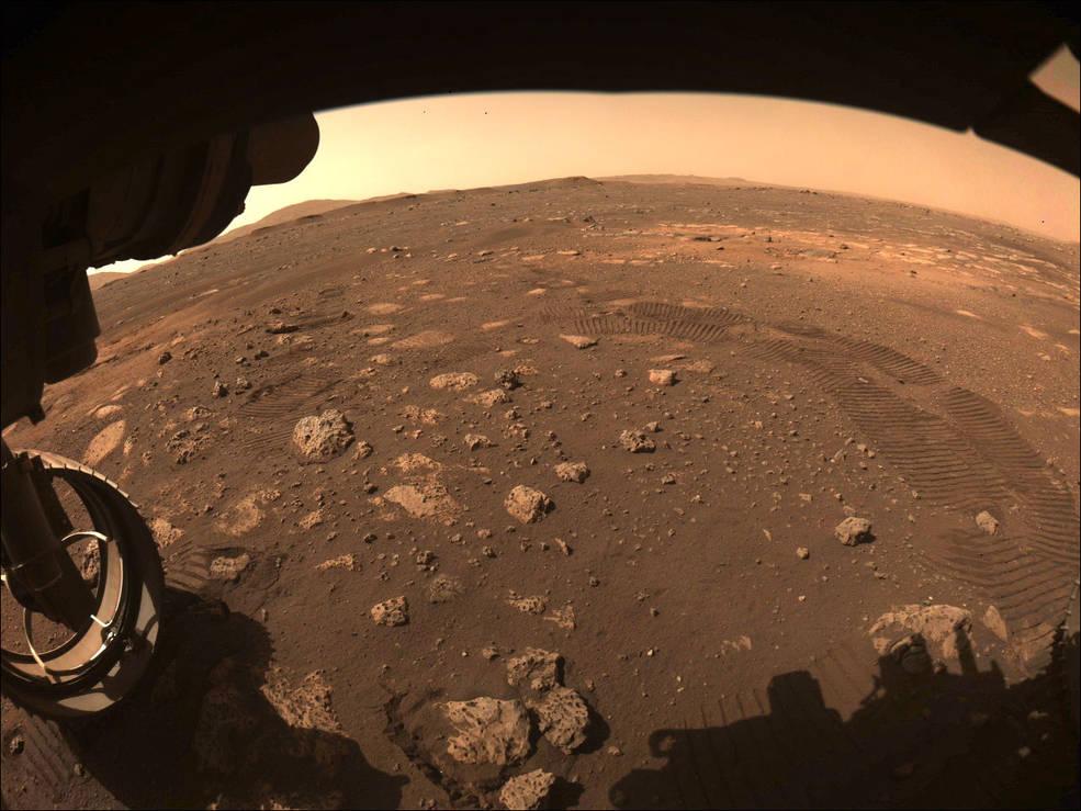 Ровер Perseverance проехал первые метры по поверхности Марса