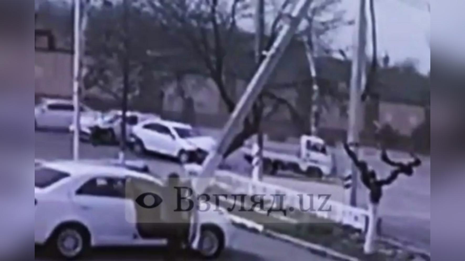 В Андижанской области произошла авария с участием четырех автомобилей — видео