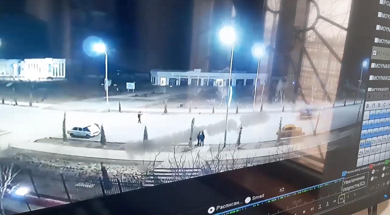 Опубликовано видео, где нетрезвый водитель насмерть сбил инспектора ДПС в Каралкалпакстане — видео