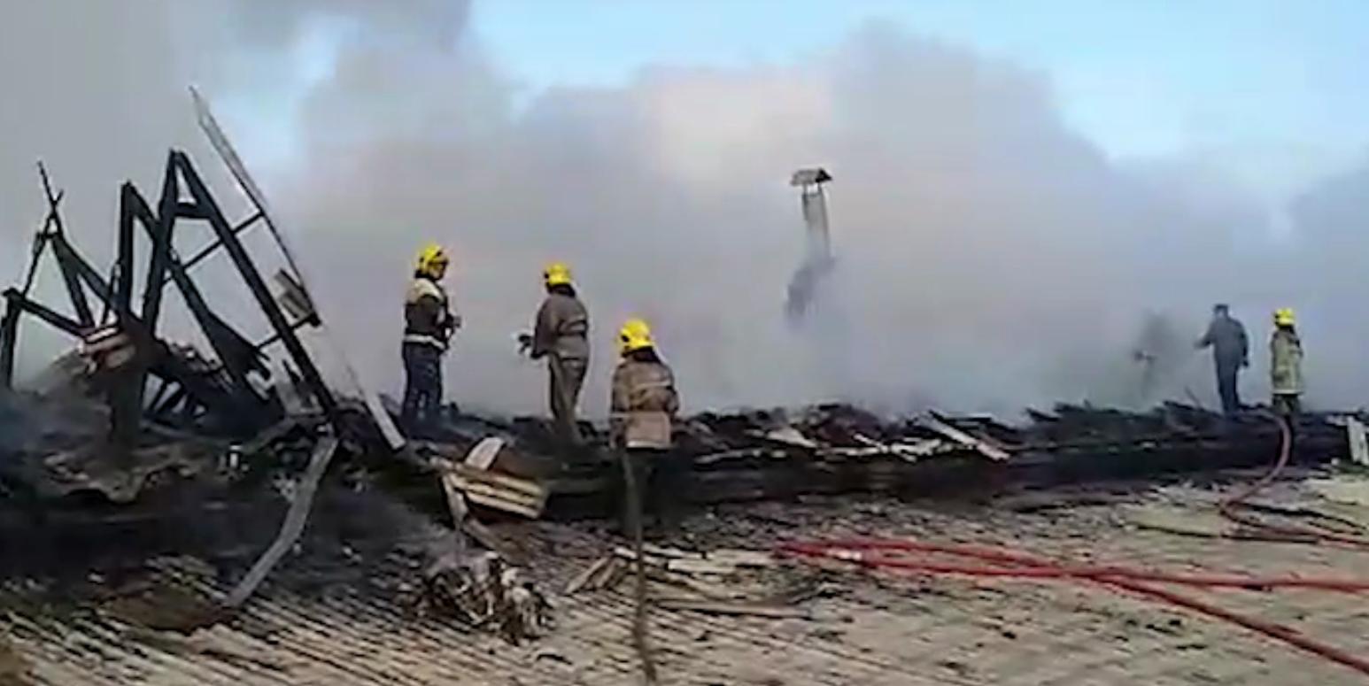 В Андижане загорелся цех по производству синтепона — видео