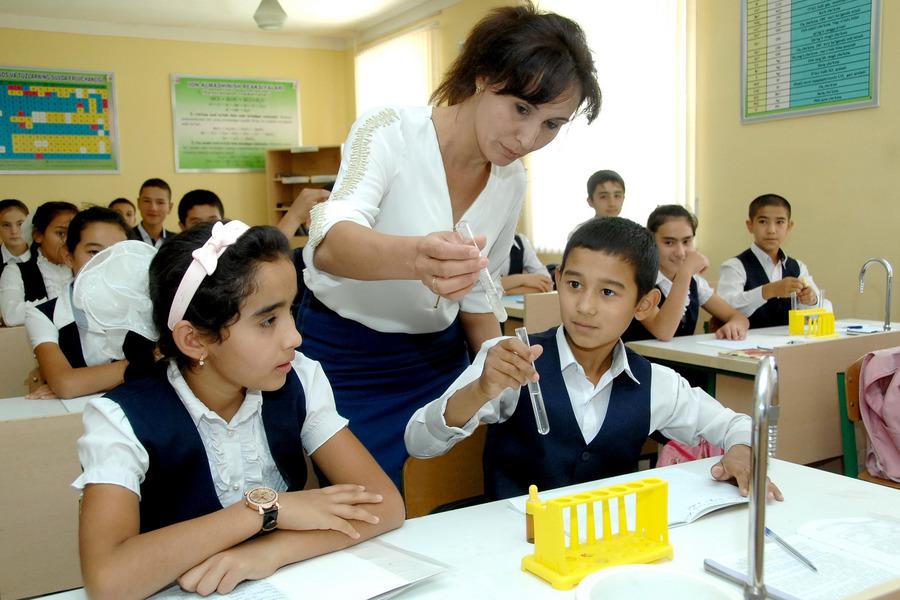 Названо среднее количество учеников на одного преподавателя в школах