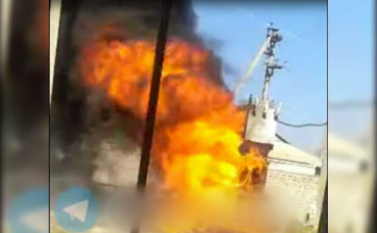 В Сырдарьинской области загорелся трансформатор – видео
