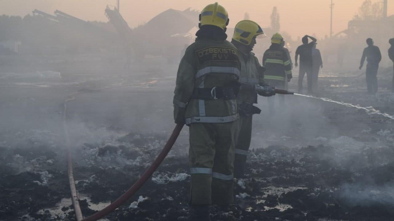 В Ташкентской области произошел пожар на хлопкоочистительном заводе
