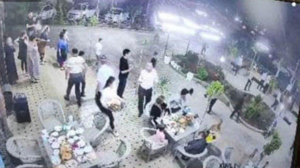 В Термезе мужчина устроил драку в ресторане во время Ифтара — видео