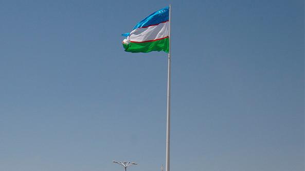 Хоким Кашкадарьинской области направит деньги для постройки флагштока на ремонт семейного общежития