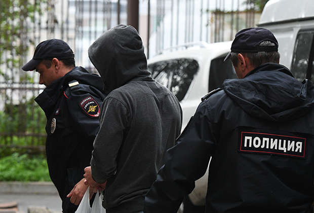 В Санкт-Петербурге задержан узбекистанец, обманувший земляков на более чем 11 тысяч долларов