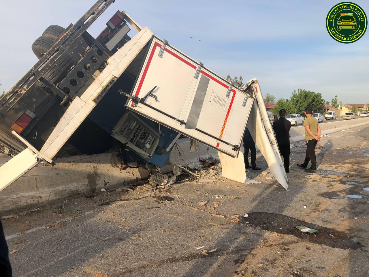 В Самаркандской области грузовик столкнулся с Lacetti и перевернулся – фото