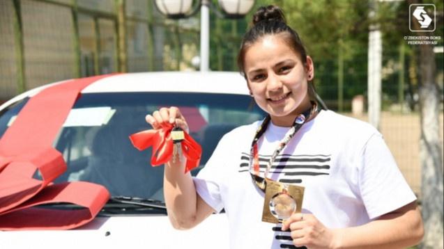 Чемпионке мира по боксу Нигине Уктамовой подарили машину