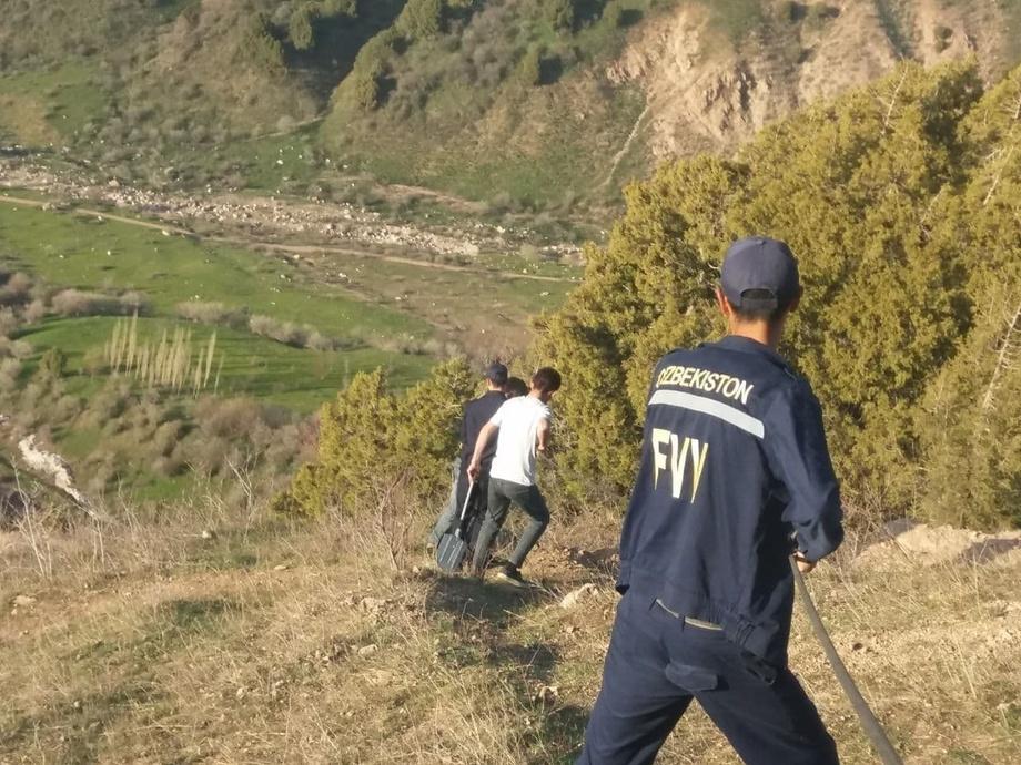 Трое узбекистанцев застряли в горах на высоте более двух тысяч метров