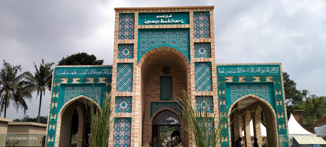Мечеть имени Имама Аль-Бухари открылась в Индонезии