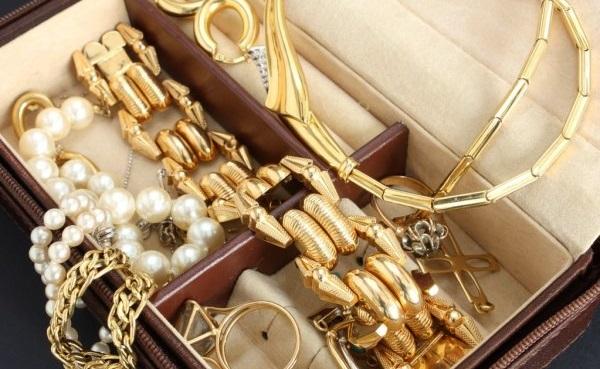 В Ташкенте четыре девушки подозреваются в краже золота на сумму четыре тысячи долларов
