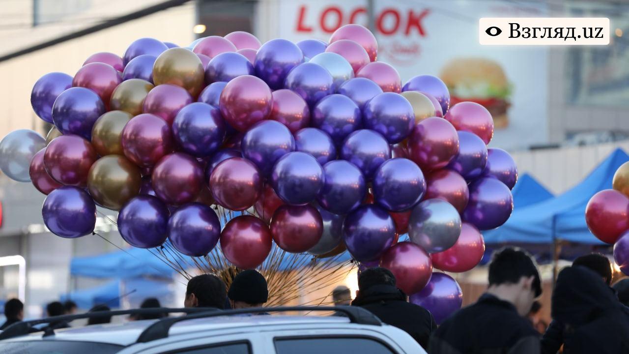Двое продавцов шариков подрались из-за места возле торгового центра
