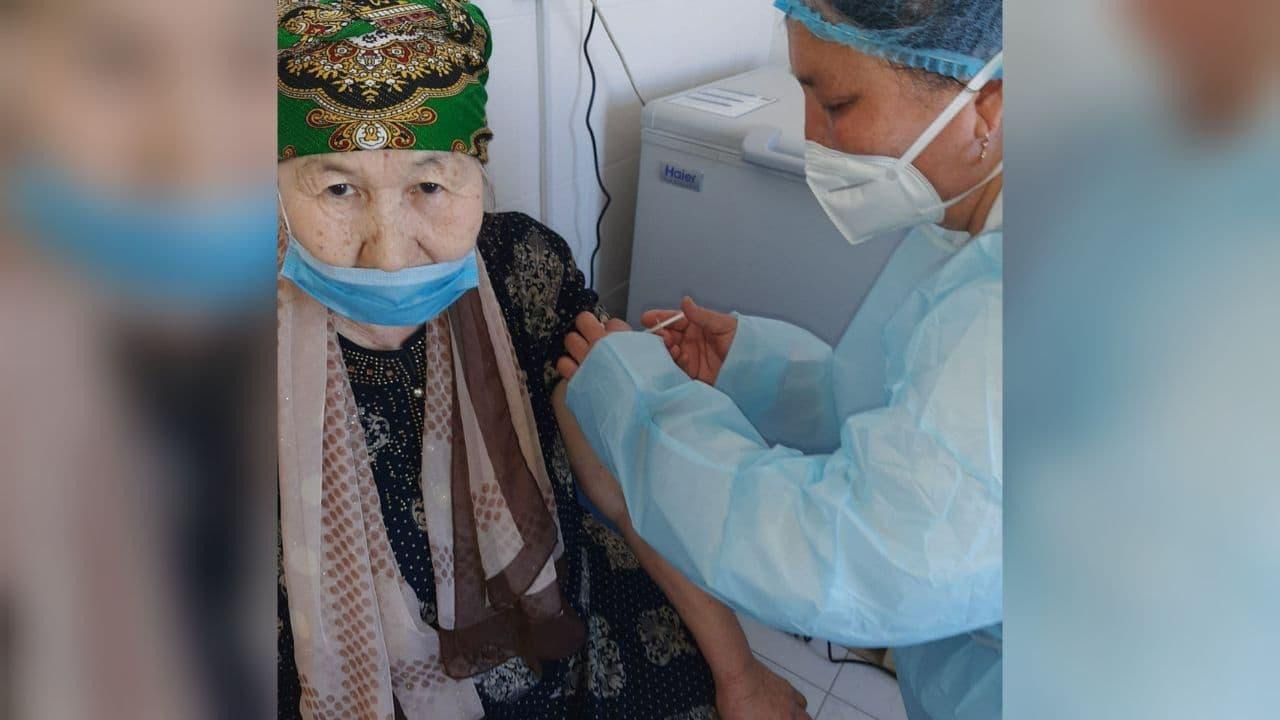В Каракалпакстане продолжается вакцинация против COVID-19