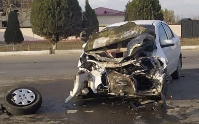 Четыре автомобиля попали в аварию в Андижанской области — видео