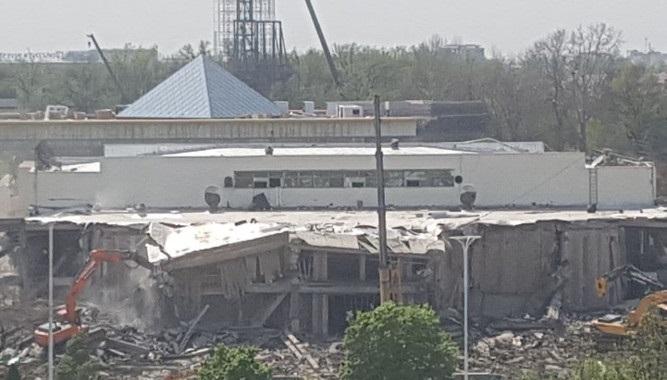 В Минстрое объяснили причину сноса здания «Навруз»