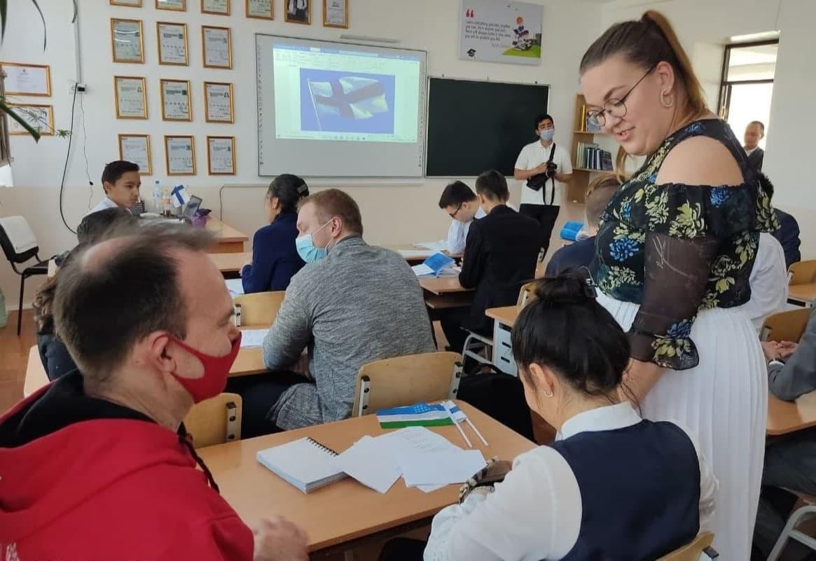 Финская учительница начала преподавать в одной из школ Навоийской области