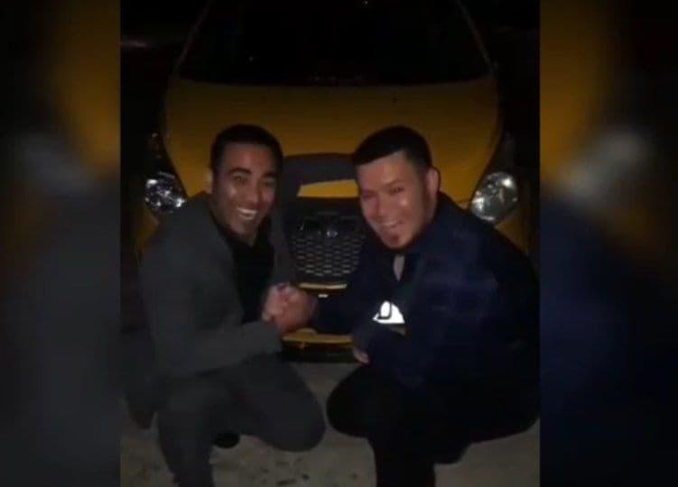 Двое парней оскорбляли девушек непристойными действиями в Навои – видео