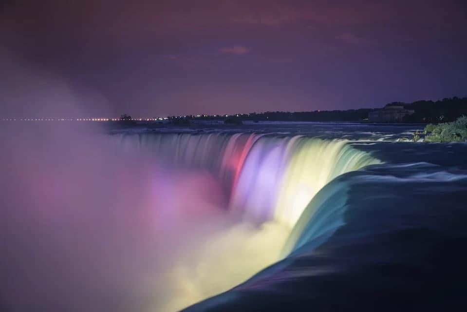 Виктория, Ниагарский и Малтнома: самые красивые водопады мира – фото