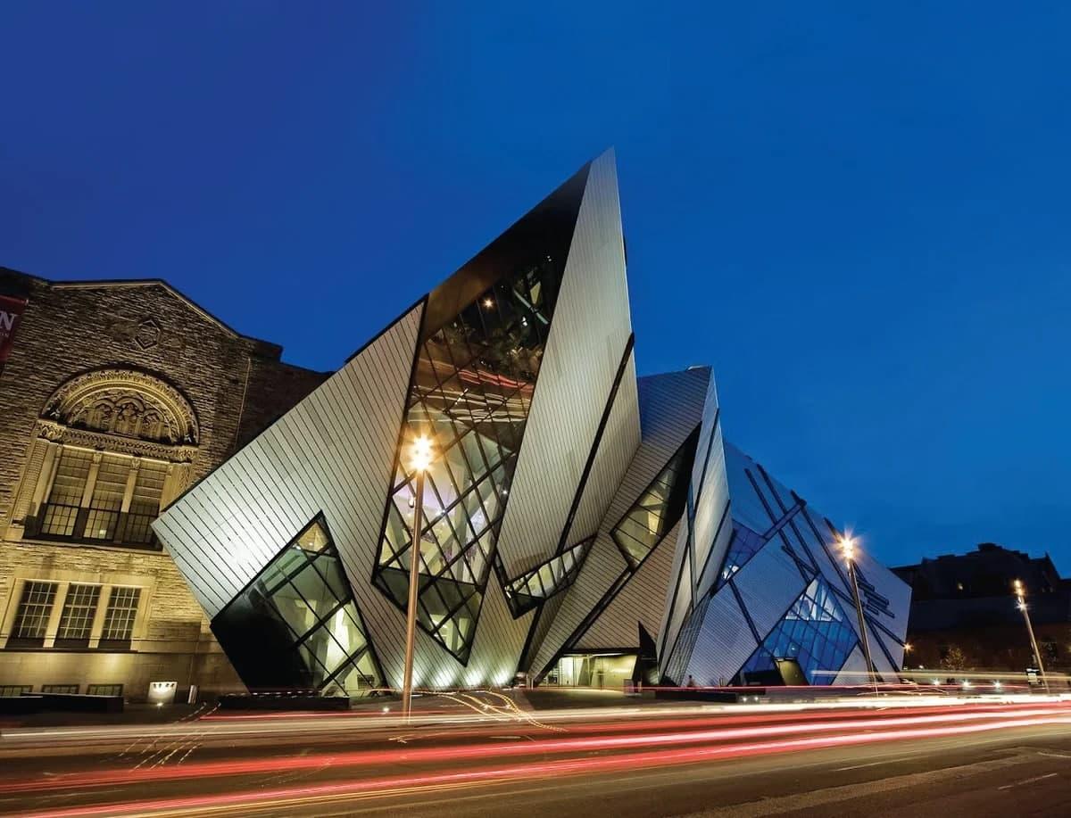 Эрмитаж, перевернутая пирамида и летающая тарелка: самые живописные музеи мира – фото