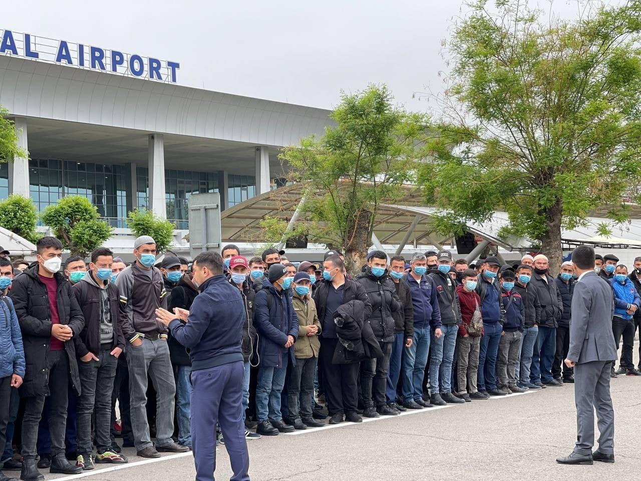Более 100 узбекистанцев отправились в Россию на заработки