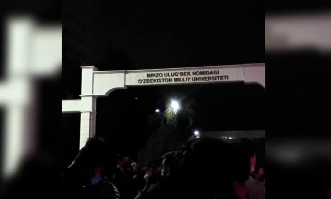 Возле Национального университета устроили ночную дискотеку для молодежи – видео