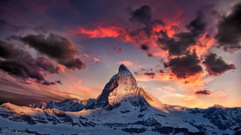 Шоколадные холмы, башня дьявола и сказочные дымоходы: самые необычные горы – фото