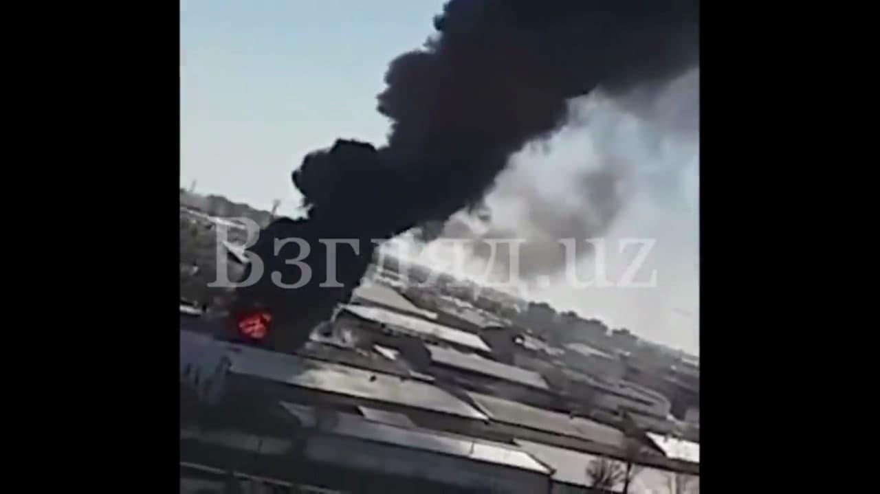 В Яккасарайском районе столицы произошел пожар в цехе — видео