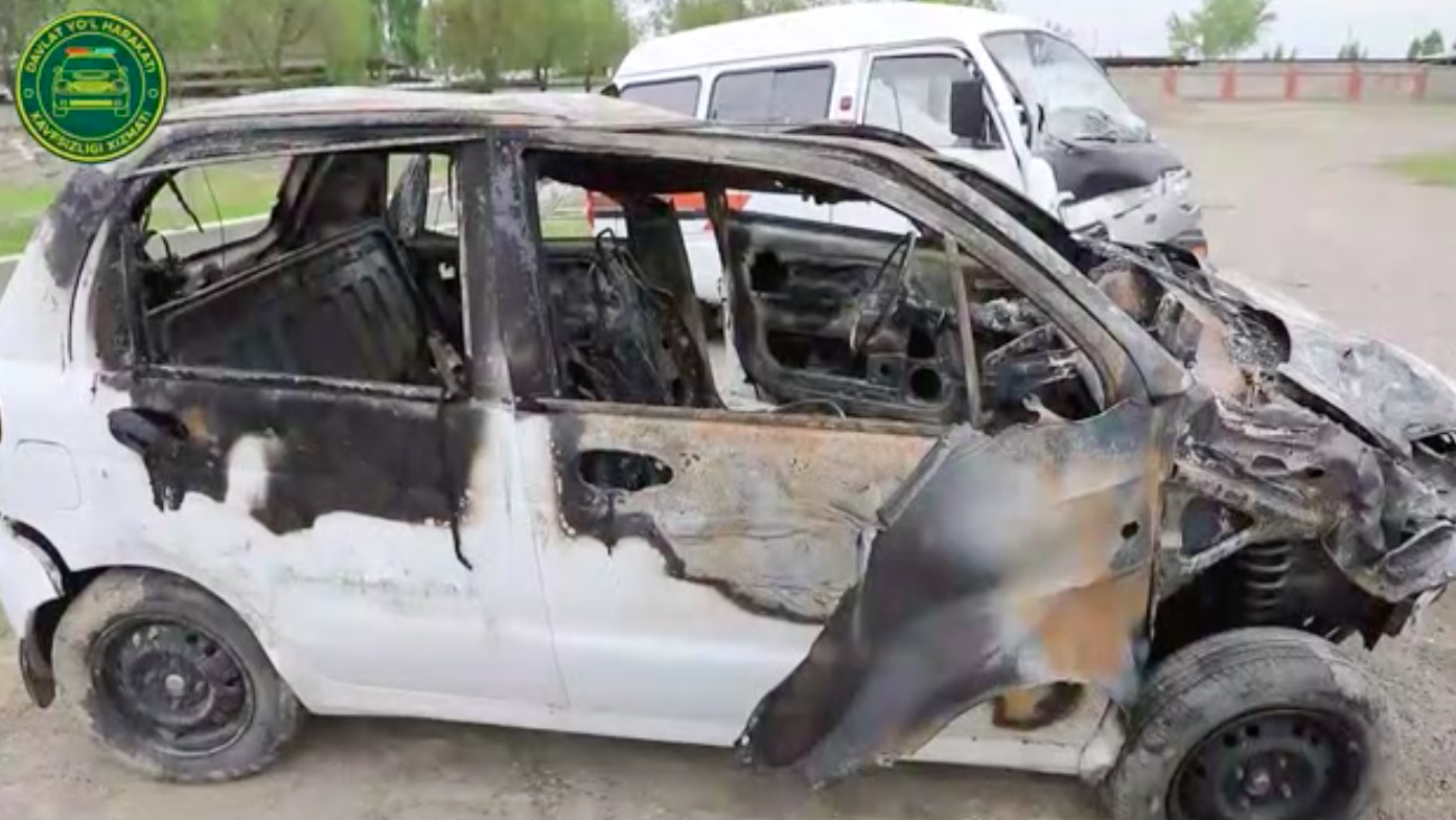 В Андижанской области загорелся автомобиль Matiz, который сбил пешехода – видео