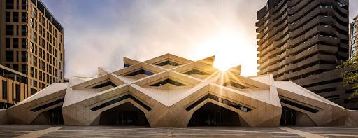 Купола, минареты, орнаменты и стекло: как выглядят Hi-tech мечети – фото