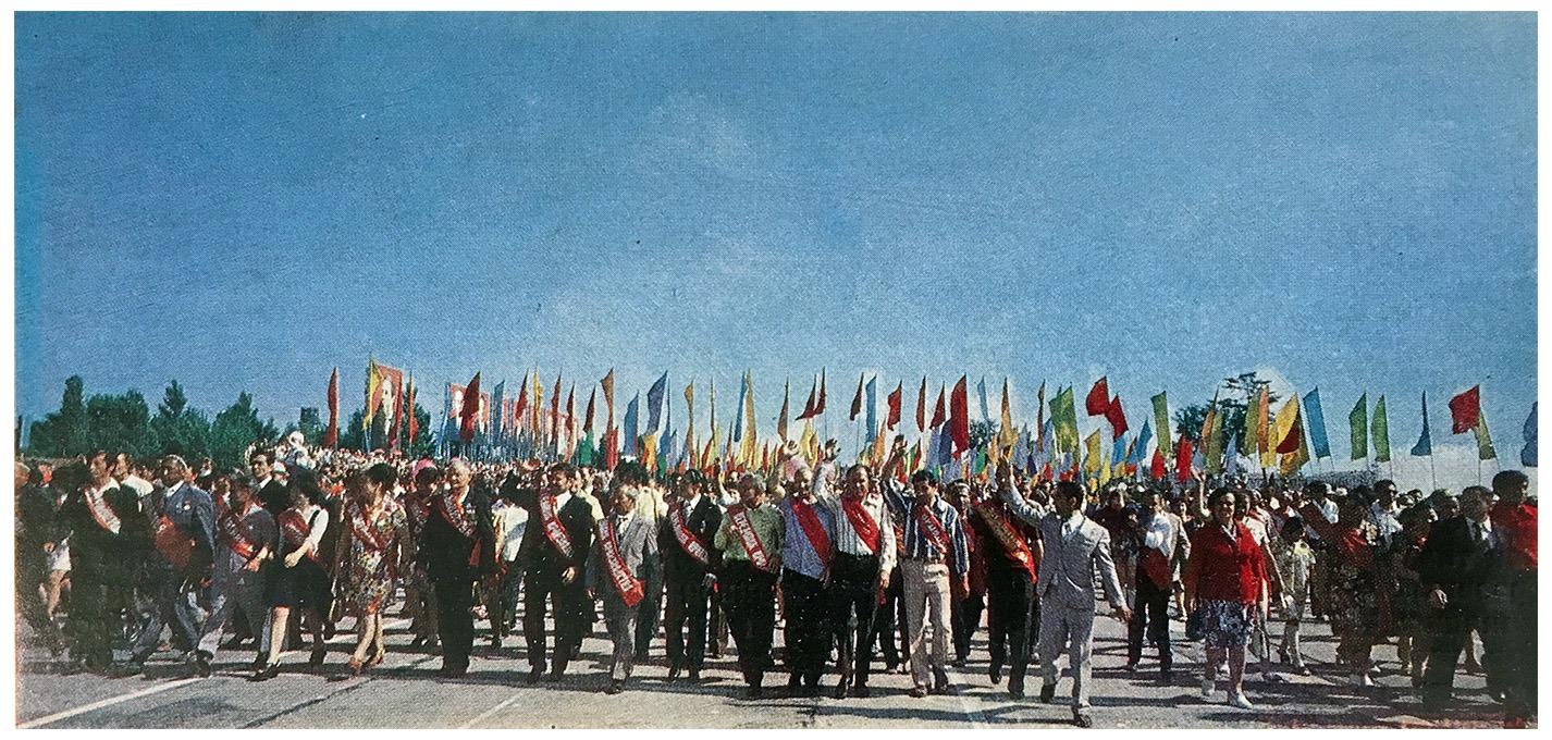Шарики, парад и танцы: день труда в Узбекской ССР – фото