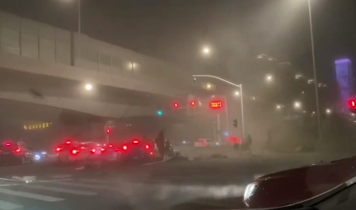 В Китае из-за урагана погибли люди — видео