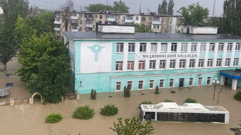 Курортные зоны России затопило после сильных дождей — видео, фото
