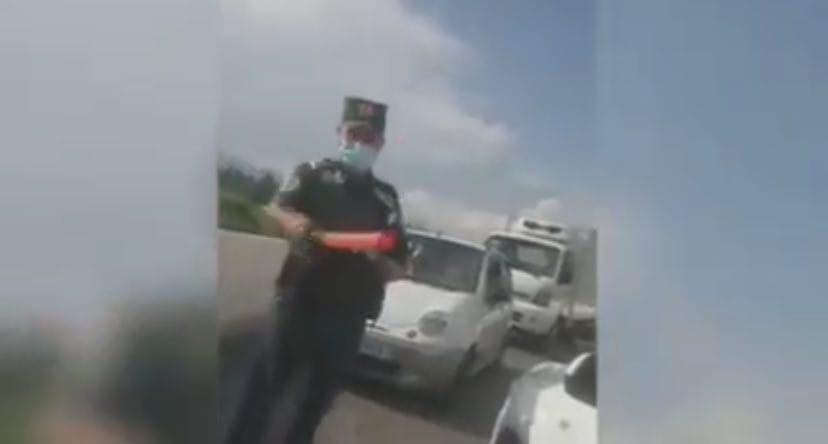 Водитель Cobalt поскандалил с сотрудниками ДПС за остановку его автомобиля — видео